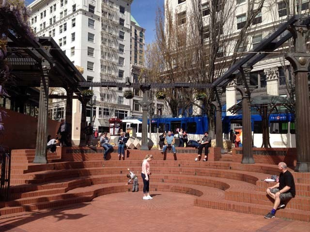 Pioneer Courthouse Square/パイ...